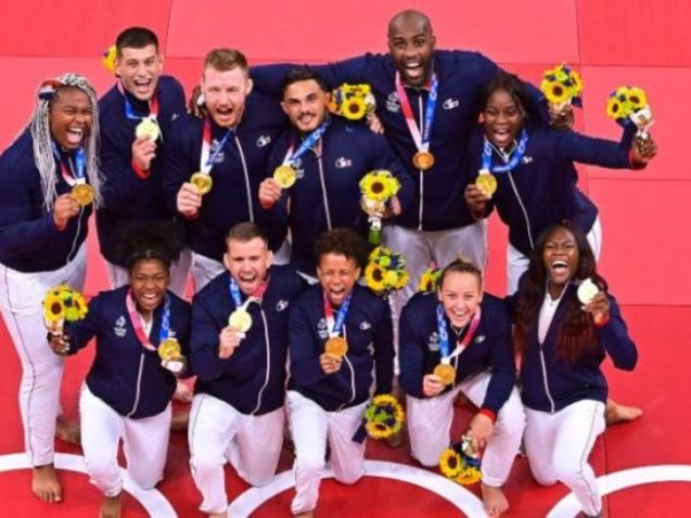 équipe judo mixte en Or